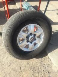 Jogo de aro com pneus 265/75 R16 original da S10  6furos
