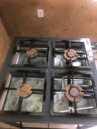Vendo fogão industrial 4 bocas