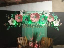 Decoração em papel e flores