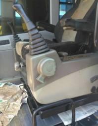 Vendo Escavadeira Hyundai 210LC7 - A VISTA OU PARCELADO
