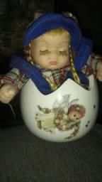Boneca bebê porcelana de corda música ninar