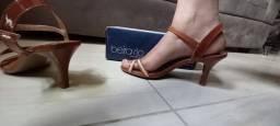 Sandália de salto baixo nude