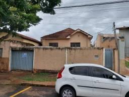 Casa com 3 dormitórios para alugar, 0 m² por R$ 850,00/mês - Fabrício - Uberaba/MG