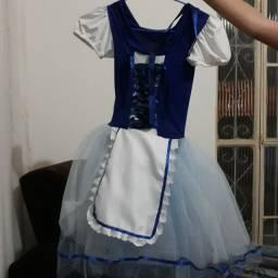 Vestido de fantasia camponesa com sapatilha