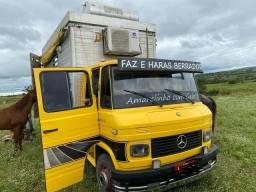 Caminhão Mercedes-Benz 608