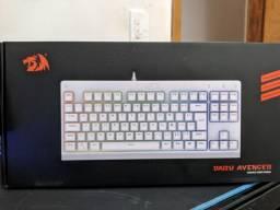 teclado dark Avenger