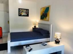 Alugo flat mobiliado na Barra, condomínio já incluso no preço do aluguel.