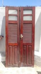 Porta de madeira de lei