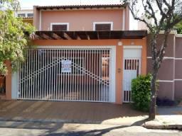 Sobrado à venda, com 2 dormitórios e 1 suíte, no Jardim Paulista, em Assis/SP