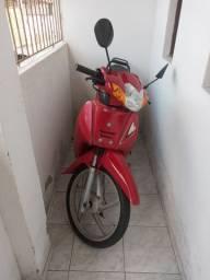 Uma moto shineray Phoenix gold
