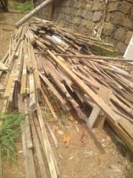 Vendo madeiras e telhas