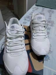 Tênis Nike Shox Avenue - Branco/Prata