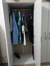 Guarda-roupa com 4 portas, e 2 gavetas