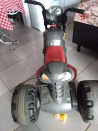 Moto elétrica com carregandor a bateria recarregável