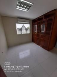 Apartamento no Japiim, 3 Qts, uma suíte com Guarda Roupas e Ar Split