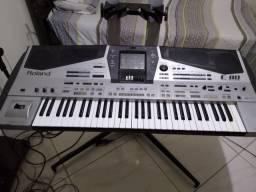 Teclado Roland E80