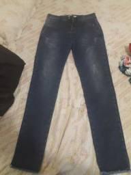 Calça jeans  nova comprei mas ficou apertada e não deu tempo trocar