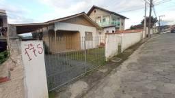 Aluga-se casa na Rua Thomas Edison R$600