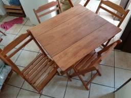 Lindo jogo Dobravel Mesa com 4 cadeiras/Bom e Barato