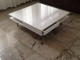 Linda mesa de centro branca com gaveta e prateleiras. Medidas 95x95x30cm