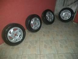 Vendo  rodas e pneus aro 14 original do Honda Civic 98 furação 4x100 valor 600 reais
