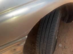Um carro bom 3 pneus novos um mais ou menos e um strep mais ou menos