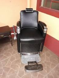 Cadeira barbeiro e balcão pia antigos