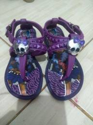 Vendo sandálias 10 reais cada