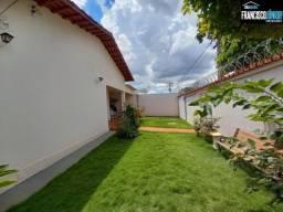 Casa no Setor Coimbra, 3 Quartos, 2 Salas, Conservada, ótima Estrutura e Localização