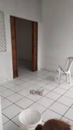 Alugo casa NO primeiro andar em condomínio fechado!