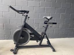 Bicicleta de Spinning da marca Star Trac ? Cor preta e Cinza