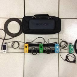Kit com 5 Pedais Mooer + Pedalboard, Cabos e Fonte 2A