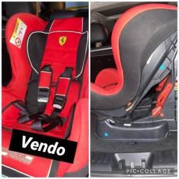 Cadeira infantil para automóvel Ferrari.