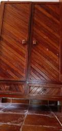 Guarda-roupa de madeira