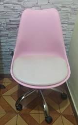 Cadeira tulipa giratória, com rodinhas e estofada Rosa