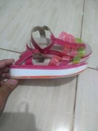 Vendo bota e sandálias