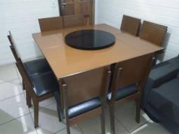 Mesa grande com 8 cadeiras com centro giratório