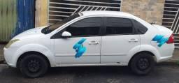 Vendo um carro modelo FIESTA SEDA