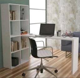 Mesa escrivaninha branca com estante de nichos