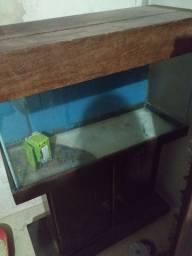 Vendo aquário com mesa acoplada