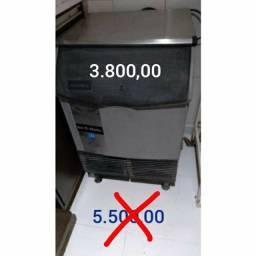 Máquina de gelo usada