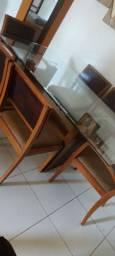 Mesa com 6 cadeiras, belíssima.