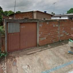 vende se uma casa   Jardim Primavera com um barracão no fudo em Goiânia
