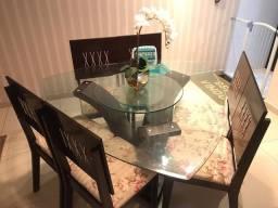 Mesa de Jantar Triangular em vidro com 6 lugares