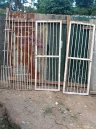 Vendo portão e grades