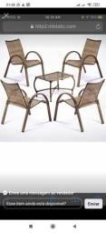 Jogo com 4 cadeiras e a mesa de centro feito em fibra material muito bom produto novo