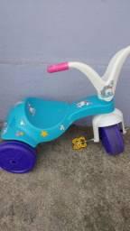 Vendo casinha de boneca mais velocípede e carrinho de boneca