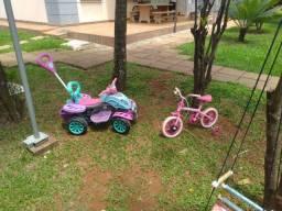 Quadriciclo e bicicleta infantil rosa