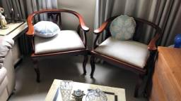 Par de Cadeiras de Madeira com Estofado
