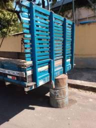 Vendo carroceria de caminhão toco semi nova